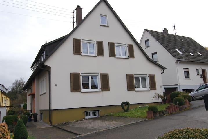 Ruhige 2 Zimmer Ferienwohnung - Heuchlingen - Apartament