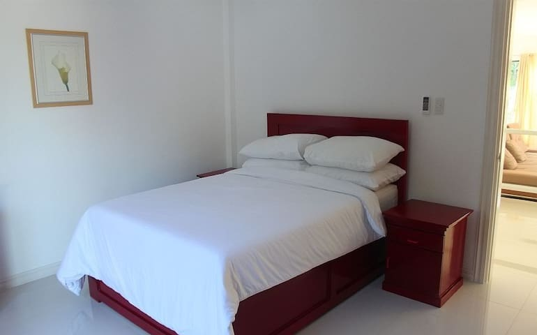 Private Red Room - Bed & Breakfast