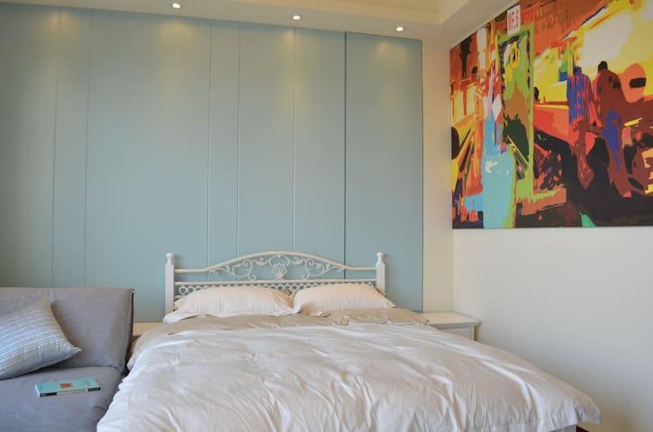 Homestay & Longstay-藍天月台房Blue - 永康區 - 一軒家
