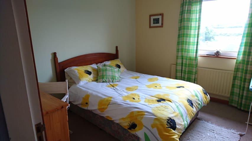 Lake-view House 1 - Ennis - Bed & Breakfast