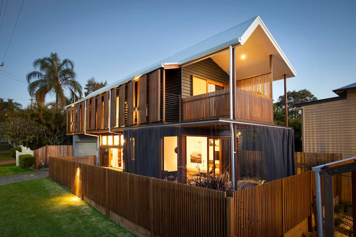 """Brisbane City - welcome to """"Architect's House"""" - Norman Park - Dom"""