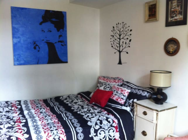 Comfort private room for a female - Lynbrook - Ev