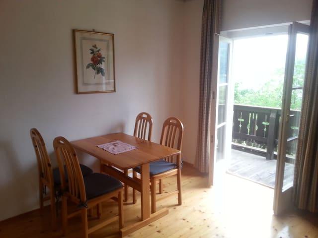 Sonnige Wohnung am Ossiachersee mit Seegrund - Ostriach - Apartamento
