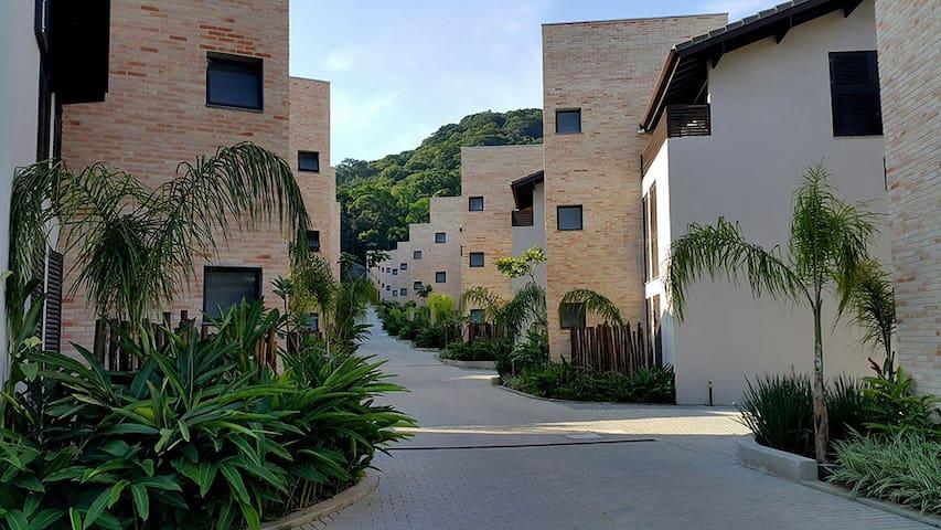 Casa térrea 3 suítes em novo condomínio em Juquehy - São Sebastião - Maison