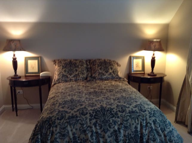 Private room & bath, double bed. - Glenview - Radhus