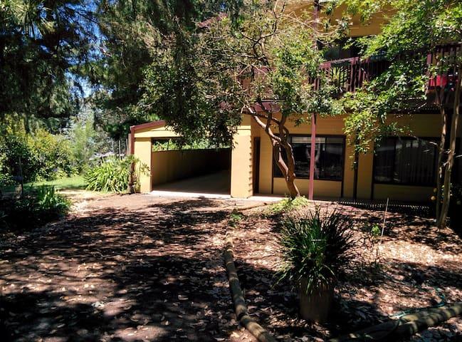 Lovely Garden Setting - Bridgewater - Hus