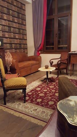 Amazing suite 18th luxury river shore home ! - Fumay - Hospedaria