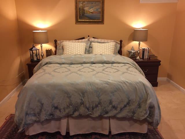 Comfy Queen, Spacious Apartment - Woodbridge
