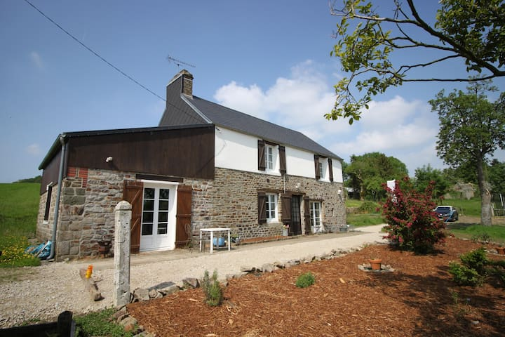 Cosy rural cottage, large garden - Landelles-et-Coupigny - Дом
