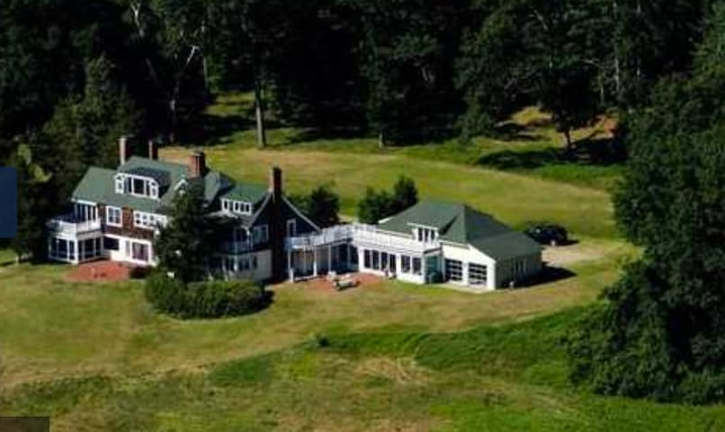 Historic family home with acres of meadows & River - Concord - Hus