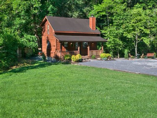 CREEKSIDE RETREAT,hot tub, king bed - Sevierville - 一軒家