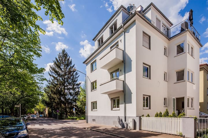Moderne große Ferienwohnungen nahe der Altstadt - Esslingen am Neckar - Daire