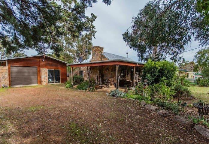 Stone Cottage Retreat - Muchea - Bed & Breakfast