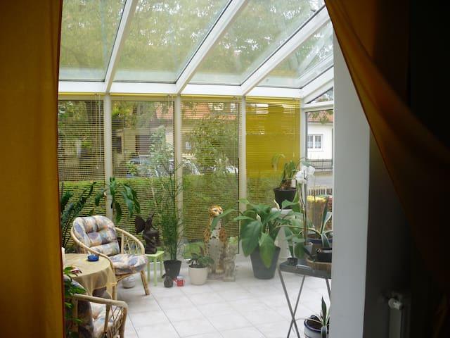 Wohnung kompl. möbiliert 70 m² EG, Wintergarten,Pp - Augsburg - Leilighet
