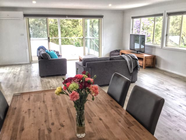 Modern, beautiful and sunny home - Narooma