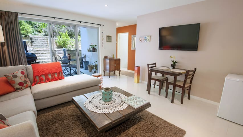 Lake View - private one bedroom flat, pets allowed - Elizabeth Beach