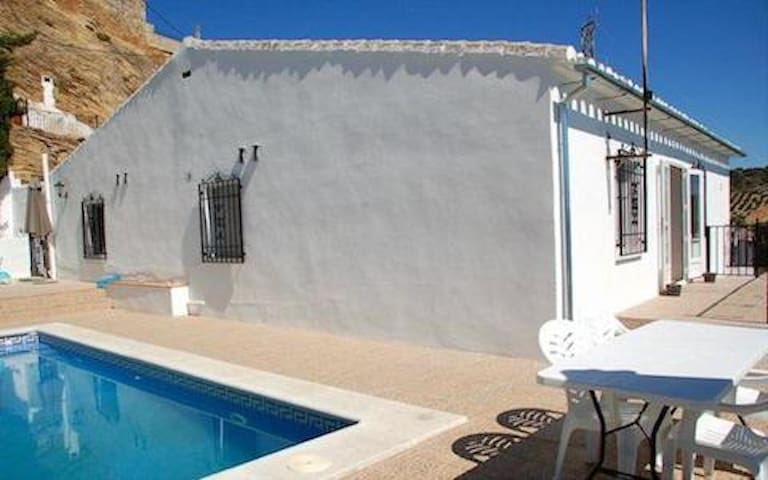 Villa with Swimming Pool in the heart of Iznájar! - Iznájar - Vila
