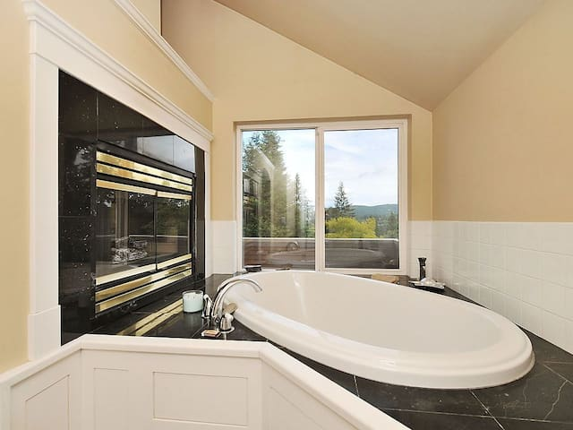 Castle Bedroom with Soaker Tub and Fireplace! - Brentwood Bay