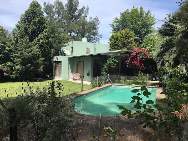 Linda quinta, para relax, parrilla y pile - Benavidez - Casa