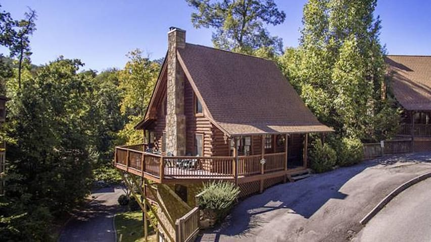 Scenic Hideaway Great Smoky Mts *NEW HOT TUB!* - Pigeon Forge - Cabaña