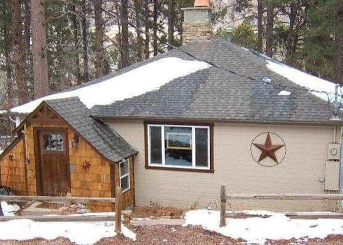 Quiet Colorado Cabin in Historic Mountain Town - Palmer Lake - Stuga