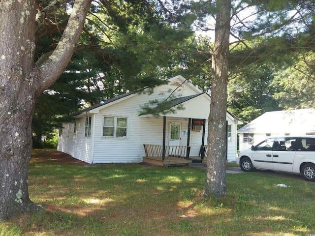 2-Bedrooms House & Wood-Fired Sauna - Hurleyville - Дом