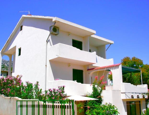 Spacious and sunny house in Orebic - Orebić - Huis