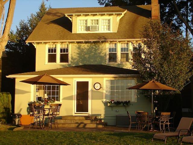 Perfect Chautauqua Lakefront Home - Lakewood - Casa