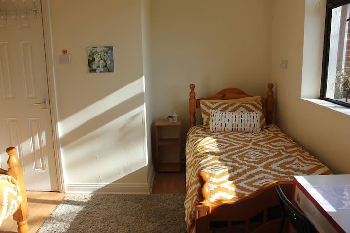 En-Suit Twin Room, Near Airport - Dublin