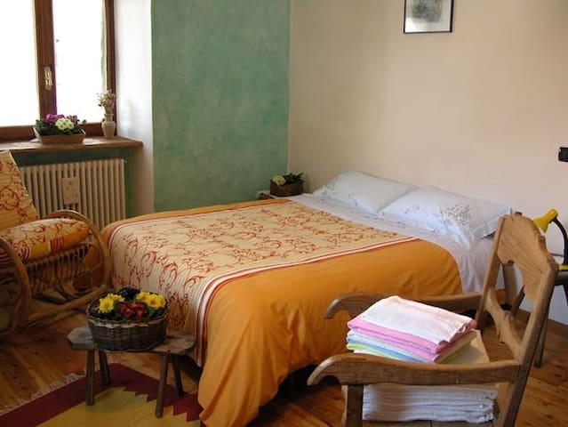 Camera Monviso - Torello - Bed & Breakfast