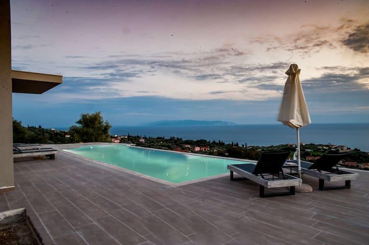 Brand new villa with private pool in Trapezaki - Moussata