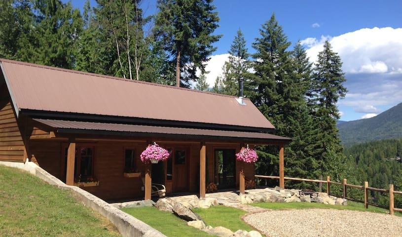 Charming Mountainside Cottage - Central Kootenay F - Houten huisje