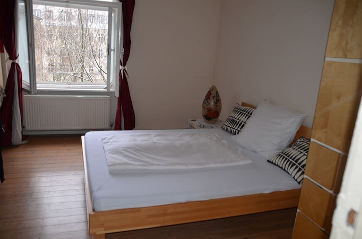 Lovely room** nice people**central** near airport - Berlim