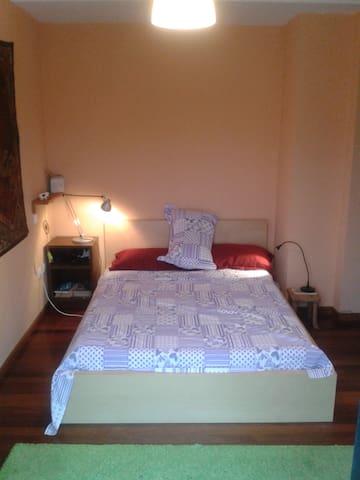 habitación doble con baño y terraza - Santa María de Cayón - Lägenhet