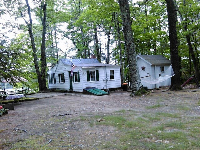 Cozy Lakeside Camp With Boats - Shapleigh - Kabin
