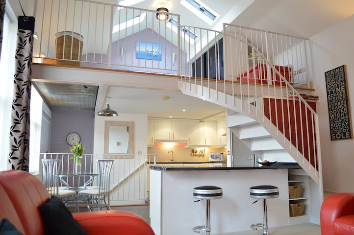 The Mezzanine Apartment - Scarborough