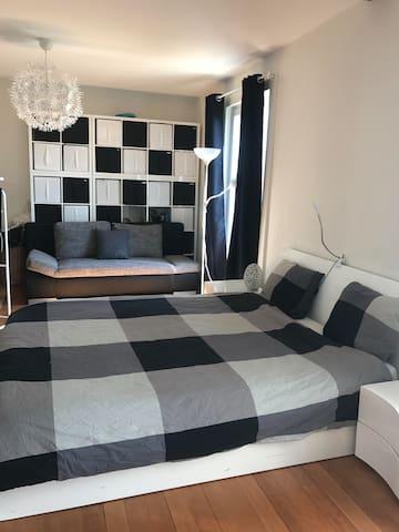 Magnifique chambre meublé de 30m2 - Neuchâtel - Rumah
