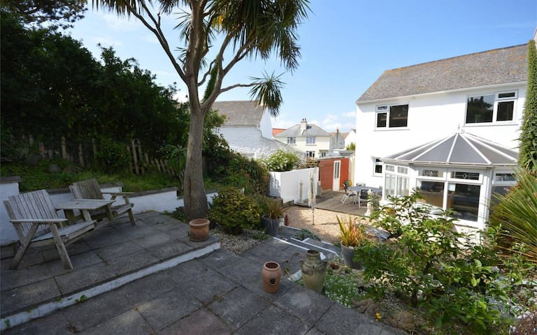 Double room minutes' walk from West coast beaches - Ev