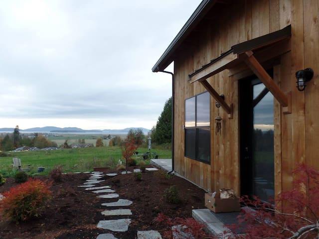 New Home near Chuckanut Drive w/ Hottub & views! - Bow - Huis