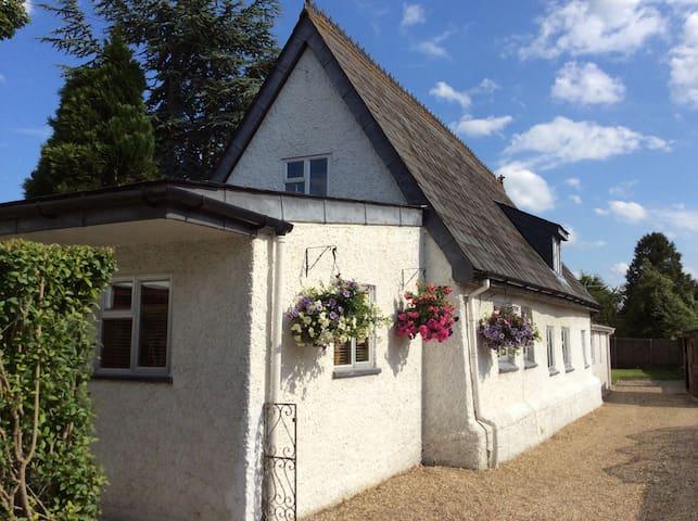 Charming 18thC Village Cottage - West Row