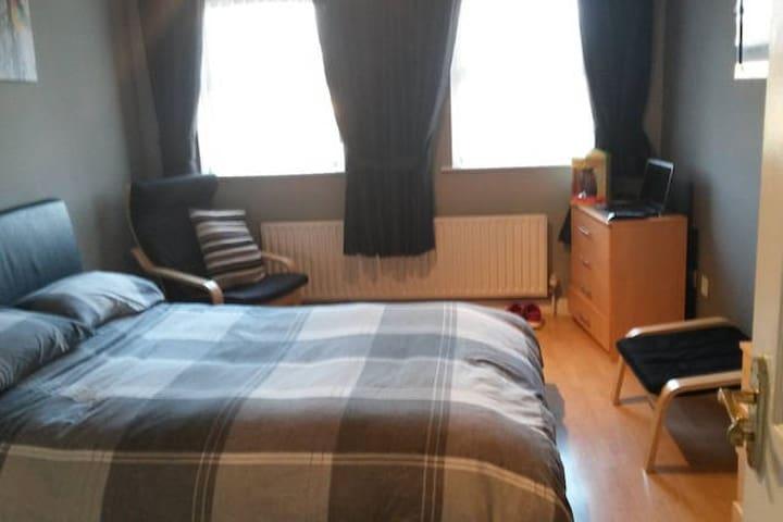 King room with own bathroom - Banbridge