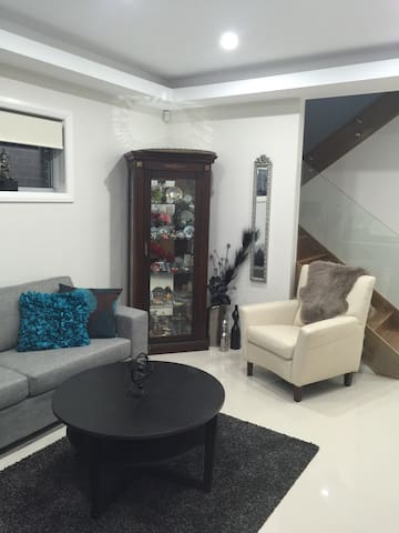Double Bed - Revesby - Hus