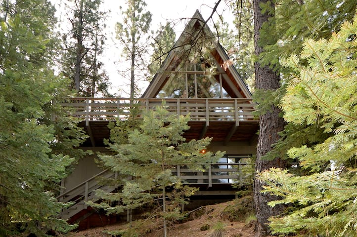 Charming A-frame; great location! - Sisters - Cabaña