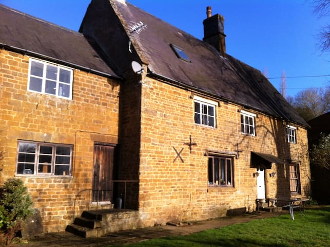 2 Double bedrooms in listed farmhouse - Oxfordshire - Bed & Breakfast