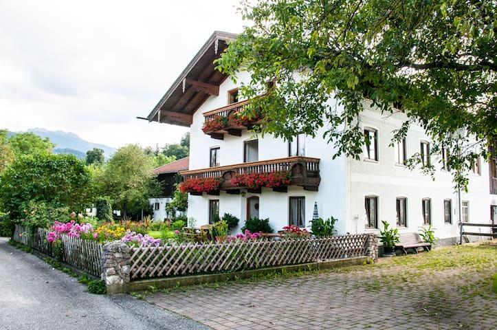 Farm holidays, apartment betw. mountains and lake - Bernau am Chiemsee - Apartemen