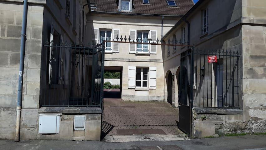 Appartement en RdC, entrée privée, calme, parking - Magny-en-Vexin