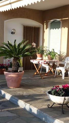 """""""Sole e Relax a Casa dai Nonni"""" - Diano Marina - Hus"""