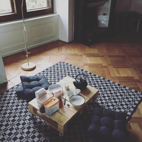 Charmante chambre sous les toits - Peseux - Casa