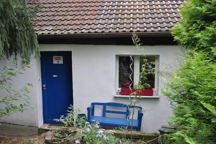 kleine saubere Wohnung mit separaten Eingang - Erlangen