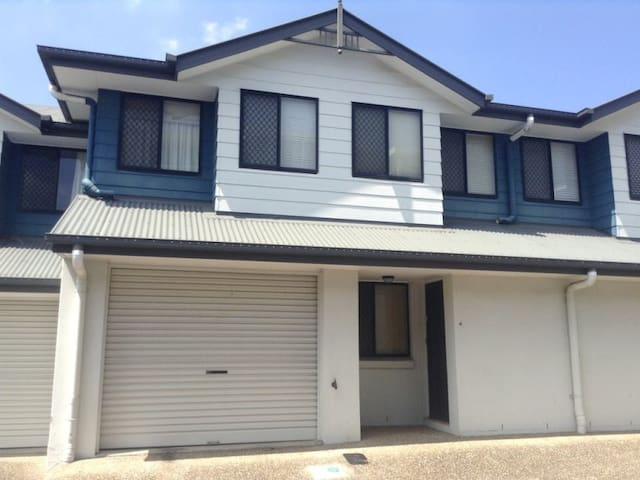 Comfortable in Chermside - Chermside - Townhouse